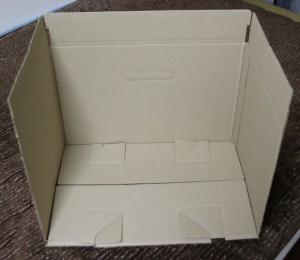 ダンボール箱を組み立てた様子