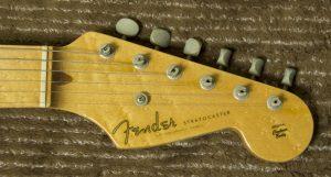 クリーニング前のギター1